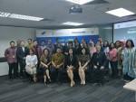 Peserta Banking Editors Masterclass bersama perwakilan Commonwealth dan AJI saat pembukaan kelas, Selasa (26/03)