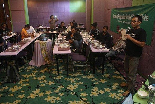 Abdul Manan saat menjelaskan pentingnya Serikat Pekerja Media dalam Workshop Pengenalan Serikat Pekerja Media yang digelar di Ibis Style Teuku Umar, Denpasar, Bali, Sabtu (18/2/2016).