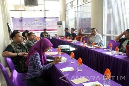 Kegiatan workshop AJI Jember tentang serikat pekerja media yang digelar di Kabupaten Jember, Sabtu (17/9). (Zumrotun Solichah)