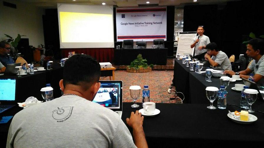 AJI dan Google Latih Jurnalis di Sumbar untuk Tangkal Hoax